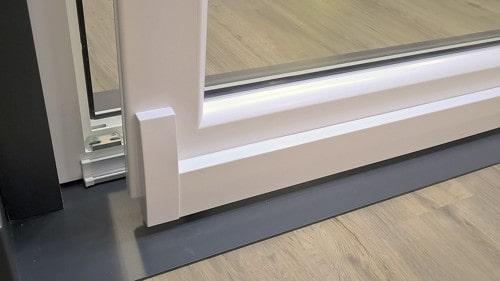 Renvoi automatique du vantail lors de la fermeture-mex-internorm